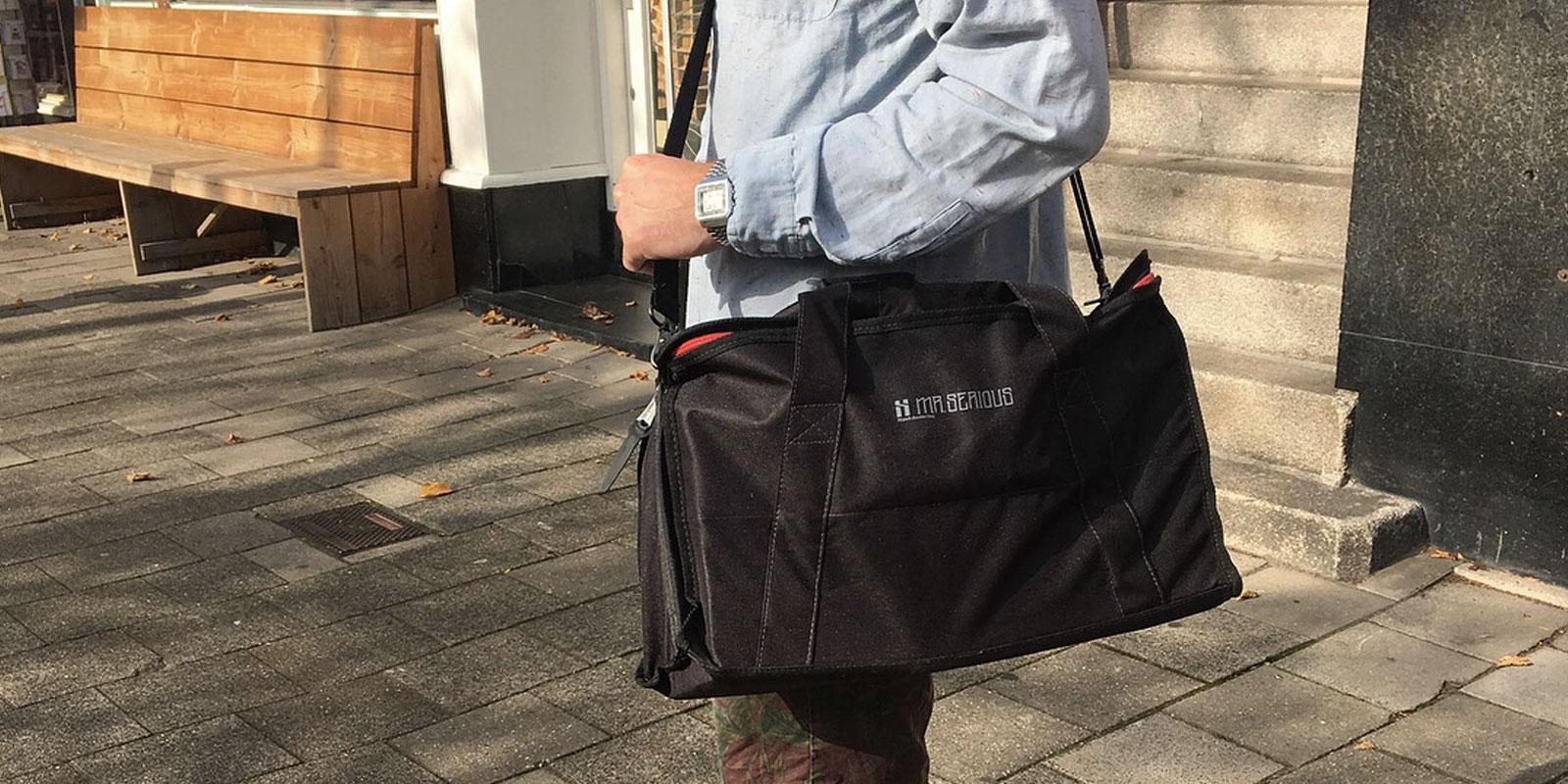 18-pack-shoulder-bag-lifestyle